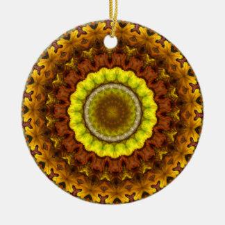 Mandala do caleidoscópio das folhas de outono ornamento de cerâmica redondo