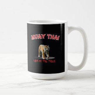 Maneira tailandesa de Muay da caneca do preto do