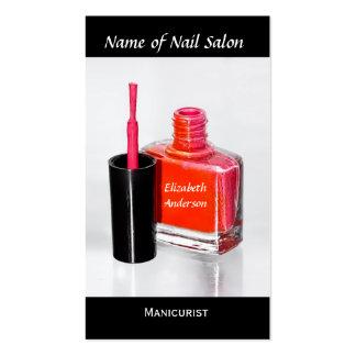 Manicuro cor-de-rosa do verniz para as unhas no sa cartão de visita