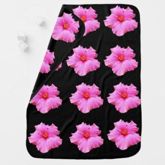 Manta Para Bebe Flores cor-de-rosa do hibiscus no preto,
