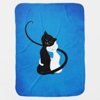 Manta Para Bebe Gatos brancos e pretos bonitos azuis no amor