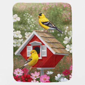 Manta Para Bebe Goldfinches e Birdhouse vermelho