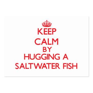 Mantenha a calma abraçando um peixe de água salgad cartoes de visita
