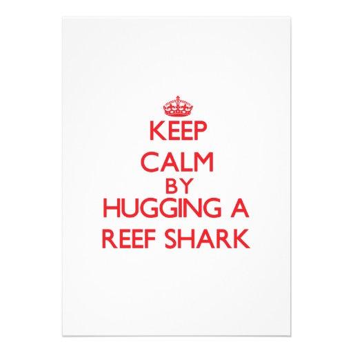 Mantenha a calma abraçando um tubarão do recife convites personalizados