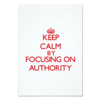 Mantenha a calma centrando-se sobre a autoridade convite 8.89 x 12.7cm