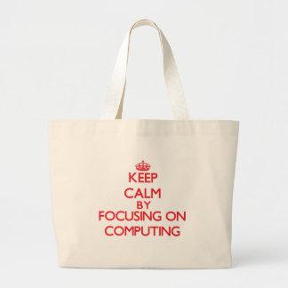 Mantenha a calma centrando-se sobre a computação bolsa para compra