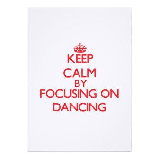 Mantenha a calma centrando-se sobre a dança convites personalizados