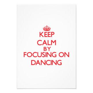 Mantenha a calma centrando-se sobre a dança convite personalizados