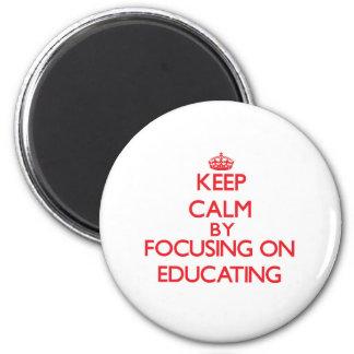 Mantenha a calma centrando-se sobre a educação imas de geladeira