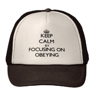 Mantenha a calma centrando-se sobre a obediência boné