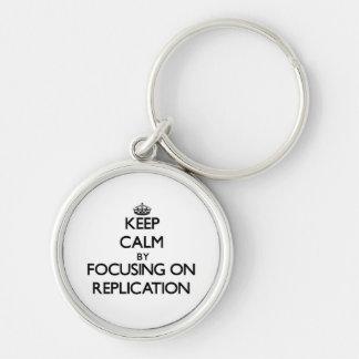 Mantenha a calma centrando-se sobre a réplica chaveiro