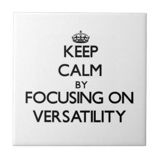 Mantenha a calma centrando-se sobre a versatilidad azulejo