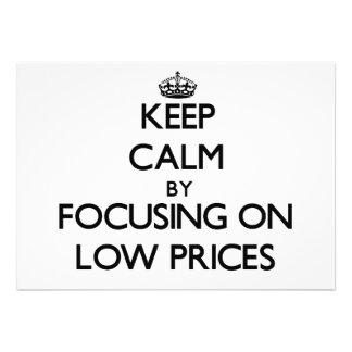 Mantenha a calma centrando-se sobre baixos preços convites