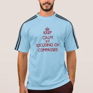 Mantenha a calma centrando-se sobre compassos t-shirts