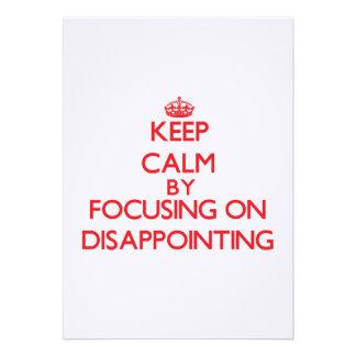 Mantenha a calma centrando-se sobre decepcionar convites personalizados
