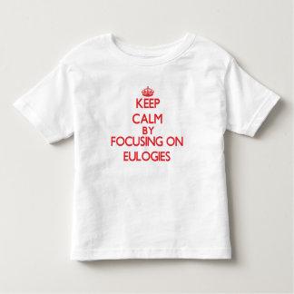 Mantenha a calma centrando-se sobre ELEGIAS T-shirts
