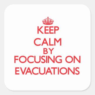 Mantenha a calma centrando-se sobre EVACUAÇÕES Adesivo Quadrado