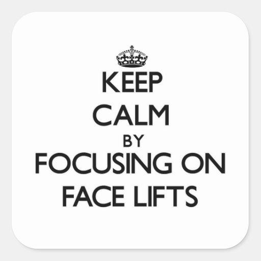 Mantenha a calma centrando-se sobre faces lift adesivo quadrado