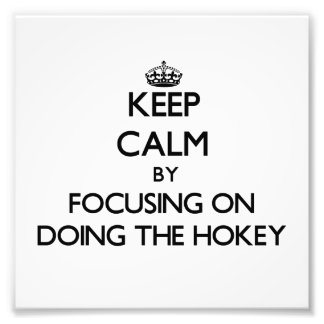 Mantenha a calma centrando-se sobre fazer o Hokey Artes De Fotos