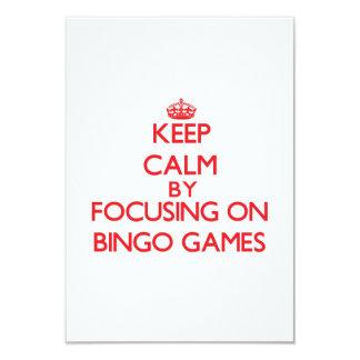 Mantenha a calma centrando-se sobre jogos do Bingo Convite