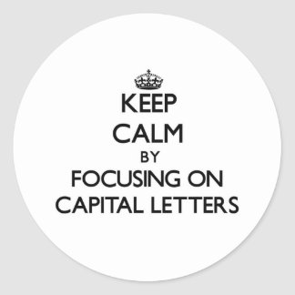 Mantenha a calma centrando-se sobre letras adesivo em formato redondo