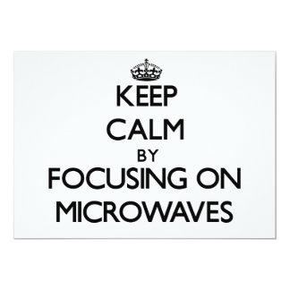 Mantenha a calma centrando-se sobre microondas convite