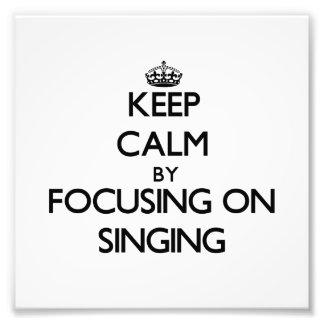 Mantenha a calma centrando-se sobre o canto