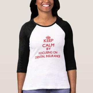 Mantenha a calma centrando-se sobre o seguro tshirt