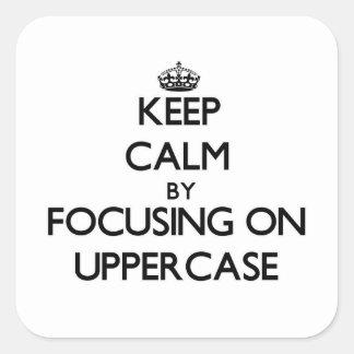 Mantenha a calma centrando-se sobre o Uppercase Adesivo Quadrado