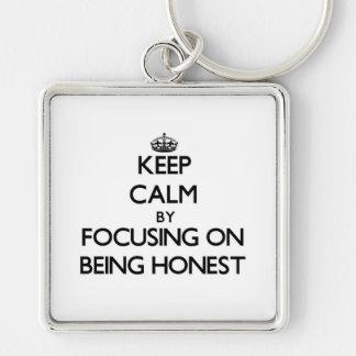 Mantenha a calma centrando-se sobre ser honesto chaveiro