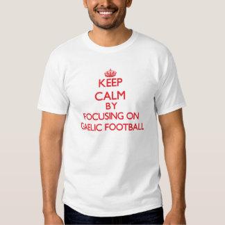 Mantenha a calma centrando-se sobre sobre o tshirt