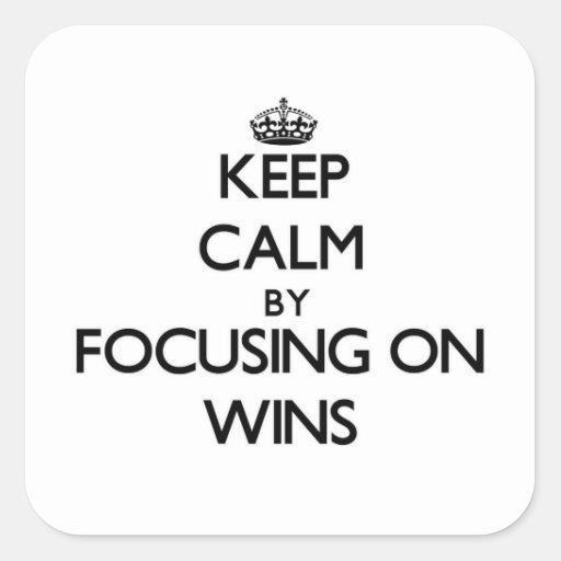 Mantenha a calma centrando-se sobre vitórias adesivo em forma quadrada
