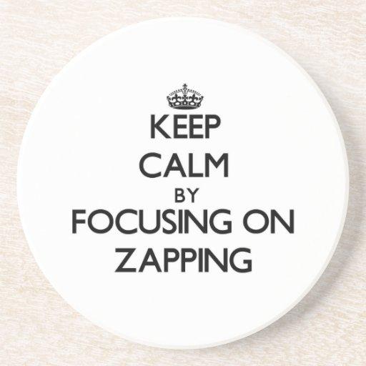 Mantenha a calma centrando-se sobre Zapping Porta Copo