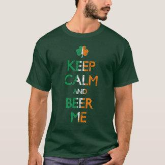 Mantenha a calma e a cerveja mim camisa irlandesa