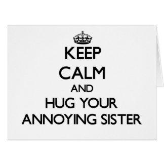 Mantenha a calma e abrace sua irmã irritante cartoes