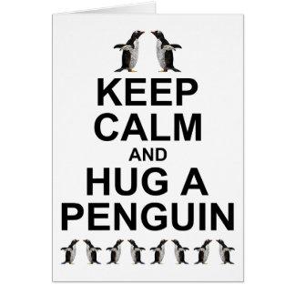 Mantenha a calma e abrace um cartão do pinguim