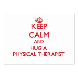 Mantenha a calma e abrace um fisioterapeuta cartoes de visita