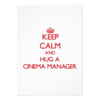 Mantenha a calma e abrace um gerente do cinema convites personalizados