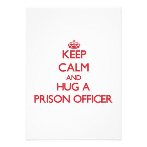 Mantenha a calma e abrace um oficial de prisão convites personalizados