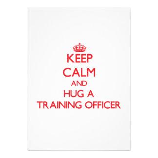 Mantenha a calma e abrace um oficial do treinament convite personalizado