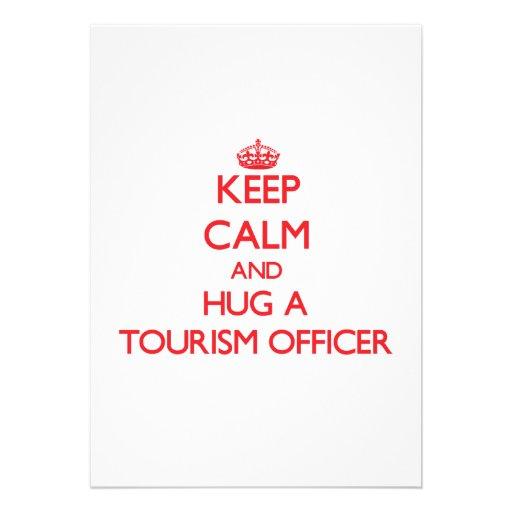Mantenha a calma e abrace um oficial do turismo convite