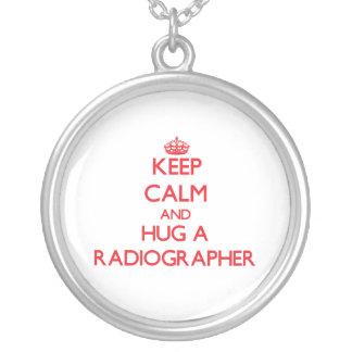 Mantenha a calma e abrace um técnico de radiologia colar