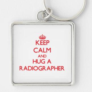 Mantenha a calma e abrace um técnico de radiologia chaveiros