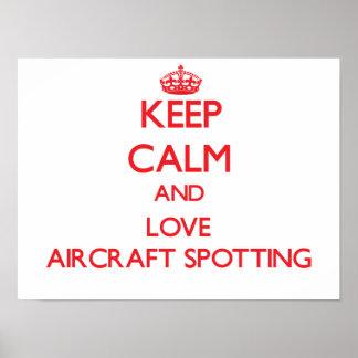 Mantenha a calma e ame a mancha dos aviões pôsteres