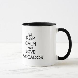 Mantenha a calma e ame abacates caneca