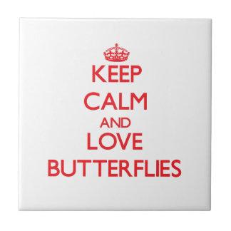 Mantenha a calma e ame borboletas azulejos