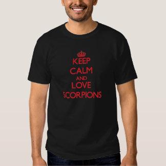 Mantenha a calma e ame escorpião t-shirts