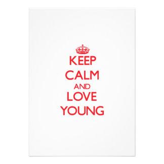 Mantenha a calma e ame jovens convites