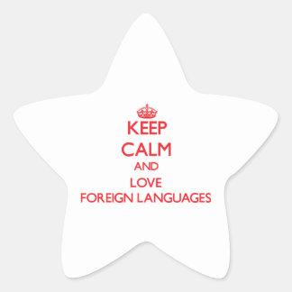 Mantenha a calma e ame línguas estrangeiras adesivo em forma de estrela