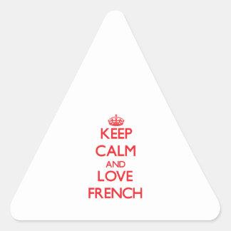 Mantenha a calma e ame o francês adesivo triangular